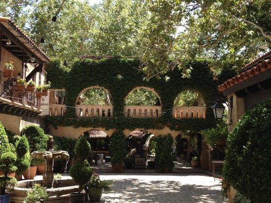 Tlaquepaque Arts & Crafts Village: Tlaqupague Courtyards & Walklways