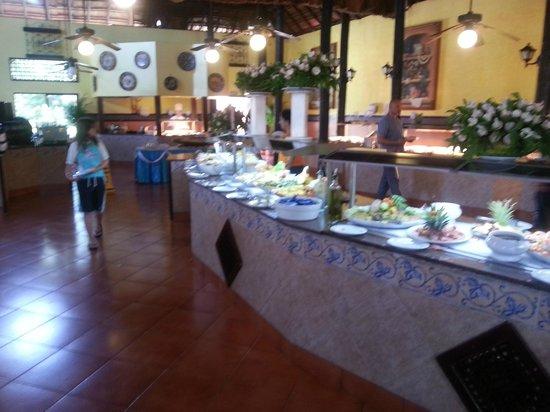 Hotel Riu Lupita: Zicht op buffet