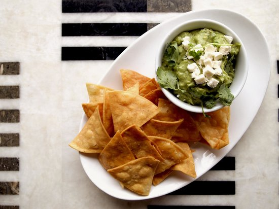 Le Meridien Delfina Santa Monica: Guacamole + Chips at Longitude Bar + Restaurant