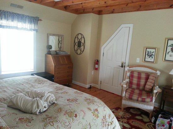 Inn at Huntingfield Creek: The Sassafras Room