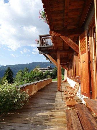 Chalet Hotel La Joubarbe : Terraza delante de la habitación