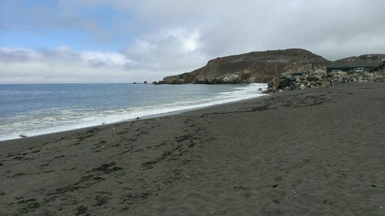 Holiday Inn Express Hotel & Suites Pacifica : Cove beach