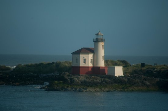 Lighthouse Bed and Breakfast: Lighthouse view from the Gray Whale room