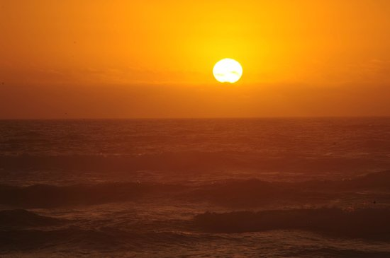 Lighthouse Bed and Breakfast: Romantic sunset from the beach