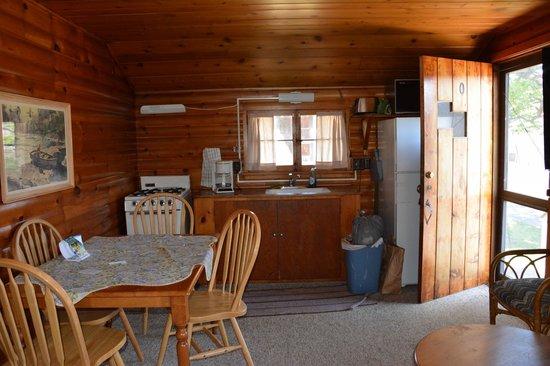 Minnetonka Resort: kitchen