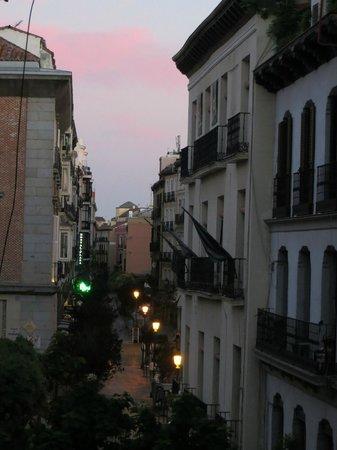 Apartamentos Huertas: Empty street view of Madrid at dawn