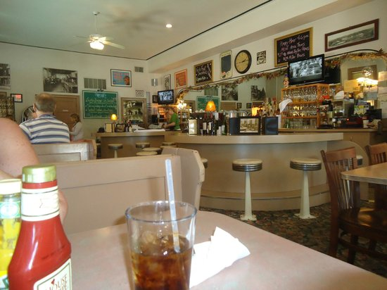 Little Village Cafe : Cute and homey diner decor