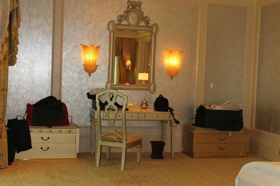 Emirates Palace: bedroom