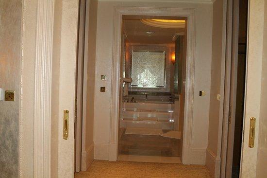 Emirates Palace: bathroom