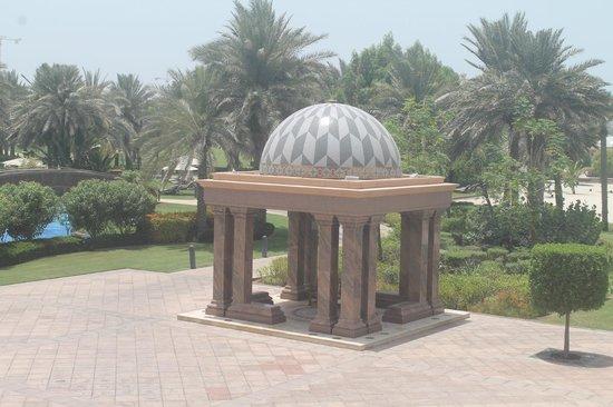 Emirates Palace: pool area