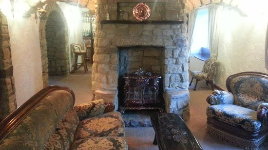 The Greenhead Country House: Beautiful double-sided fireplace in the keeping room.