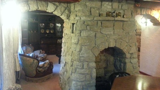 The Greenhead Country House: Other side of the keeping room fireplace.