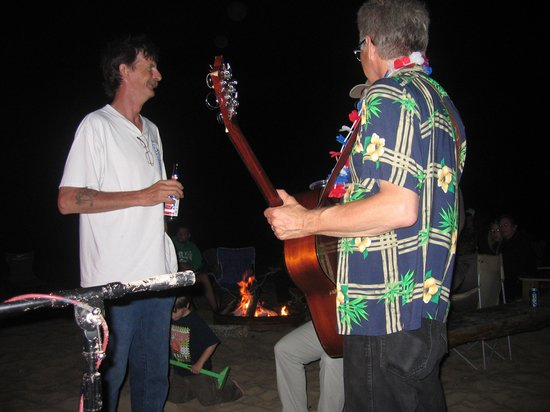 Mai Tiki Resort: Playing some Blues on the beach
