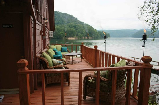 Lake Ocoee Inn & Marina: Cabin 8 Deck