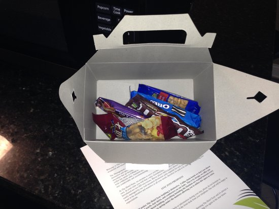 The Hotel SYNC: Our box of snacks, how thoughtful mod the staff!