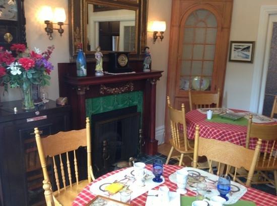 B&B 4 Saisons: la salle du petit déjeuner