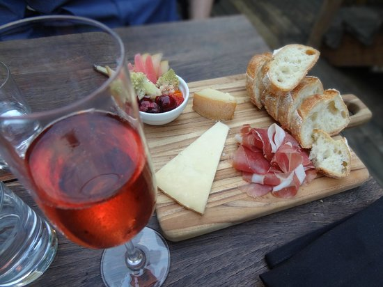 Bottlehouse: 3 oz meat & cheese plate