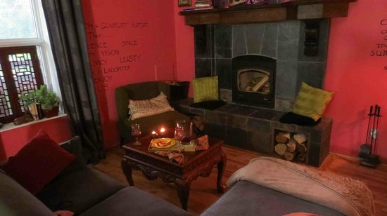 Nomads Rest : Linda lights the fire place for you