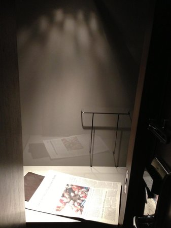 Mandarin Oriental Pudong, Shanghai : discrete closet so staff can drop things off