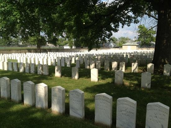 Camp Chase Confederate Cemetery: a sunny day...beautiful!
