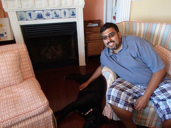 The Sea Spray Inn: Mary Ellen and Eric's friendly black lab, Katie
