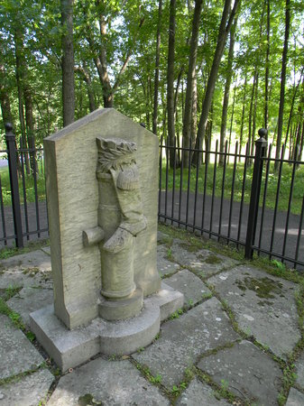 Saratoga National Historical Park: Ben Arnold's monument