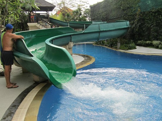 Sanur Paradise Plaza Suites: Kids (big and small) love the waterslide!