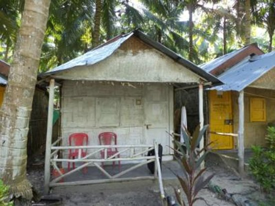 Gold India Dive Resort : View of a room from outside