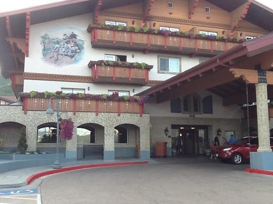 Zermatt Utah Resort & Spa Trademark Collection: front entrance of hotel