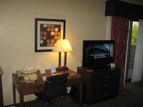 Comfort Suites Raleigh Durham Airport/RTP: Coffee maker, refrigerator, microwave