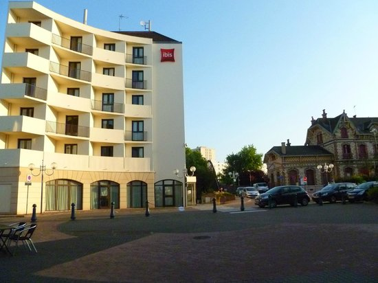 Ibis Saint Gratien: South View of Hotel Next to RER Station