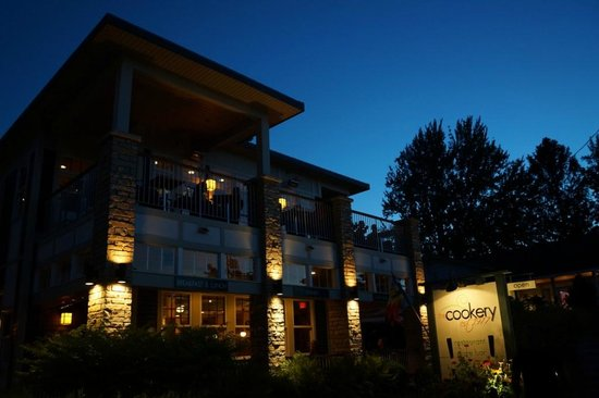 The Cookery Restaurant & Wine Bar: Very nice ambiance at night