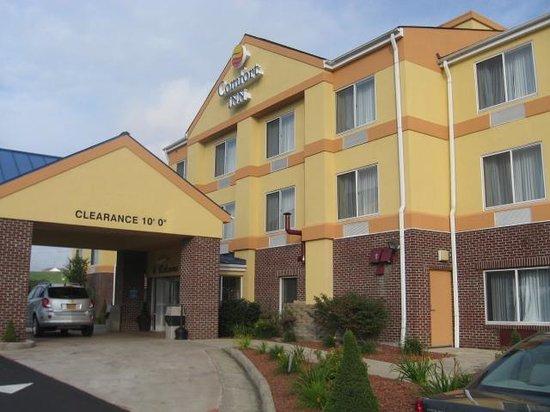 Comfort Inn: Front of hotel