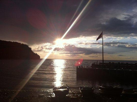 Little Sister Resort: Sunset at pier