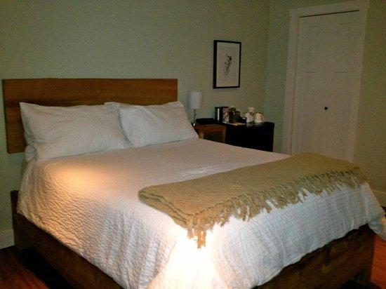 Coast & Toast Bed & Breakfast: Simple but beautiful rooms