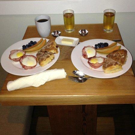 Coast & Toast Bed & Breakfast: Breakfast