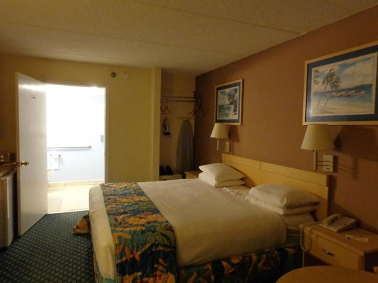 Baymont Inn and Suites Kissimmee: habitacion en buen estado