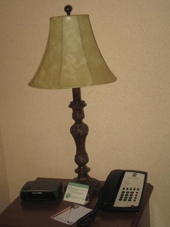 Quality Inn of Harrisonburg: Old dated lamp