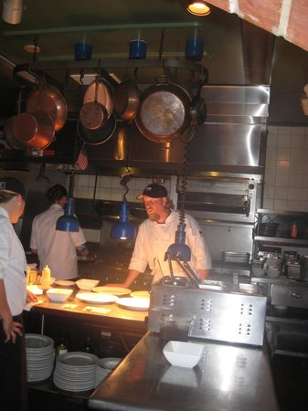 Ocean Boulevard Bistro & Martini Bar : Watching chef in action