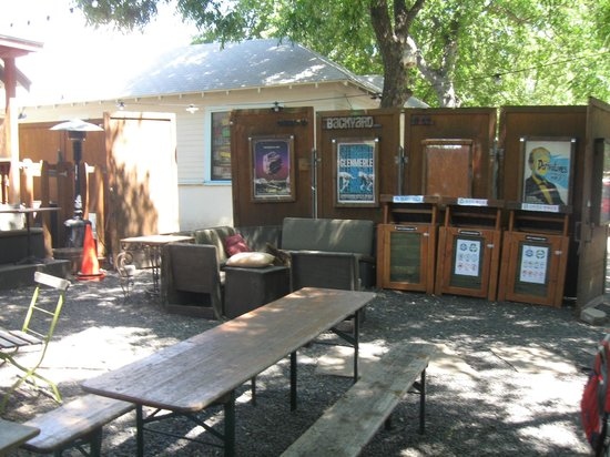 Common Grounds: Outdoor seating area / recycling station