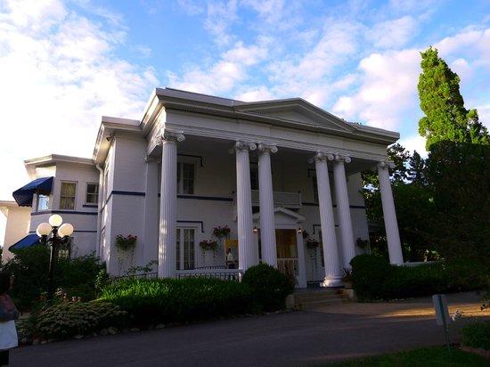 Meson Sabika: 19th Century facade with colonade