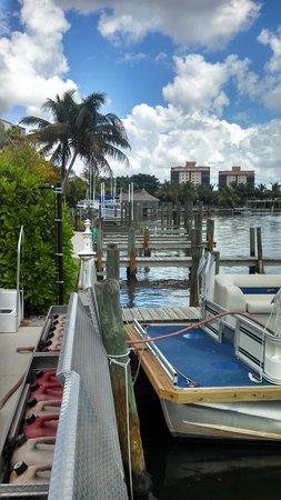 Bonita Beach Resort Motel: inland waterway