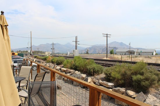 Terrebonne Depot: A long distance view to Smith Rock