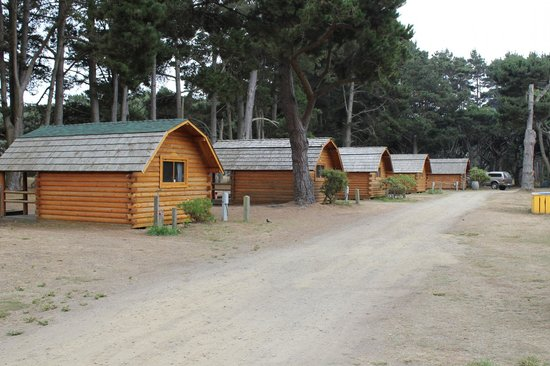 Manchester Beach KOA: Cabins across and down the way from us