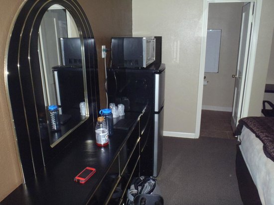 Best Inn Motel: Awesome dresser!