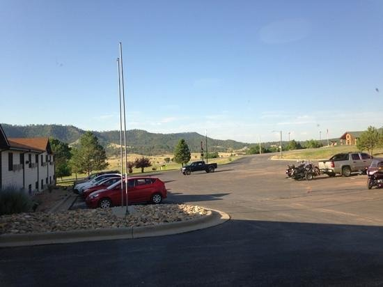 Super 8 by Wyndham Hot Springs: parking lot