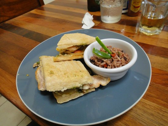 Cafe de Los Suenos: Chicken Panini