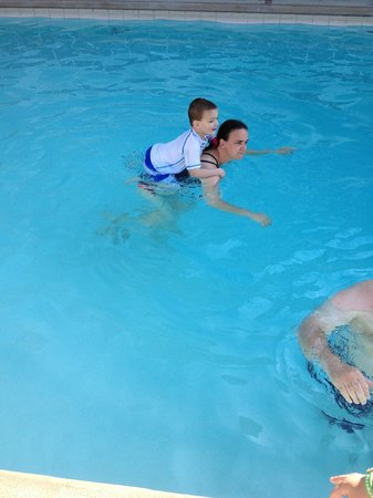 Ivanhoe Motel and Apartments: Pool is great for families