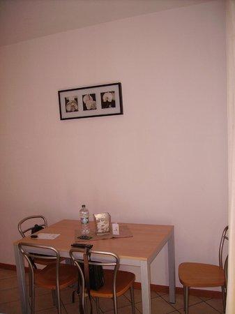 Residence Cigno: living+kitchen