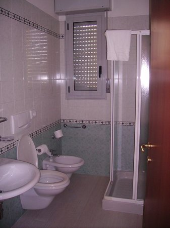 Residence Cigno: bathroom